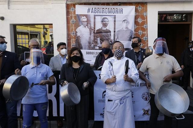 Con cacerolazo, restauranteros de Puebla demandan reabrir