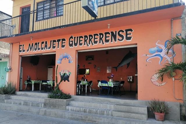 Bajan ventas en restaurantes de Acatlán por Covid-19