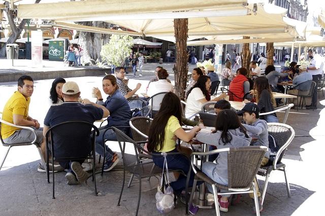 Negocios del centro de Puebla esperan compensación por obras
