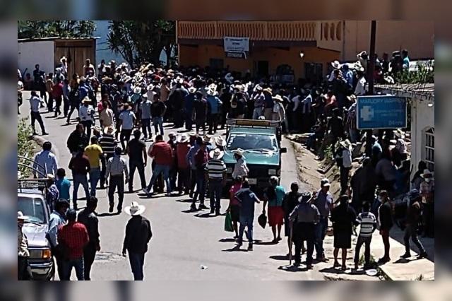 Pobladores de Coyomeapan retienen paquetes electorales