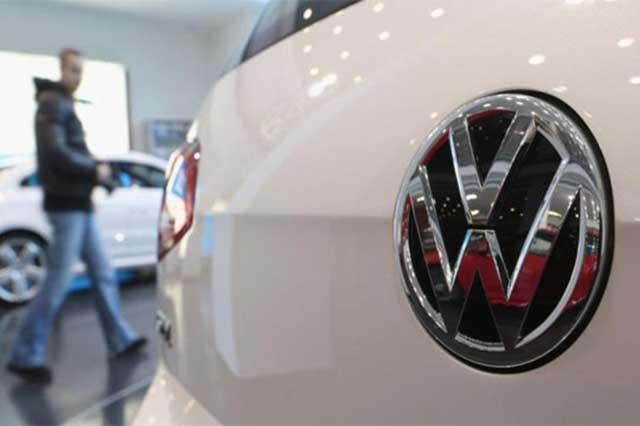 Revisará VW automóviles con manipulación de emisiones