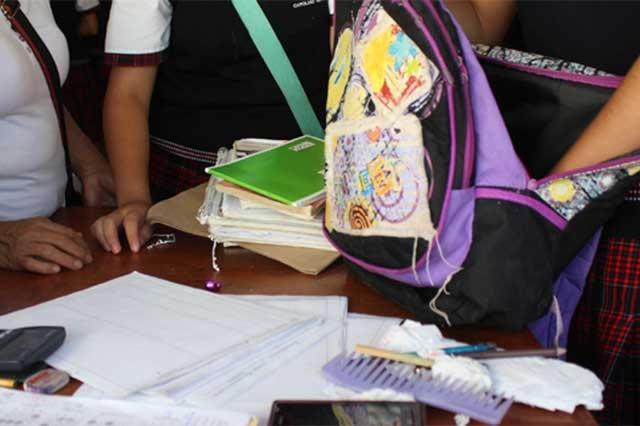 A debate regreso de la revisión de mochilas en Puebla