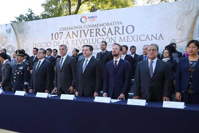 Encabeza Gali acto por aniversario 107 de la Revolución Mexicana