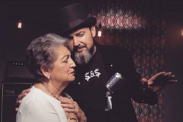 Reyli Barba lanza como cantante a su mamá