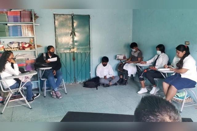 Denuncian deficiencias educativas en escuelas de Acatlán