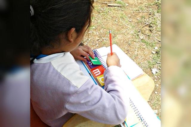 Rezago educativo en la Sierra Negra crece 40% por la pandemia