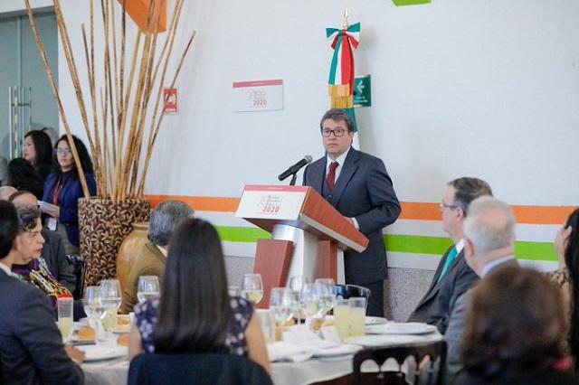 Ricardo Monreal alista iniciativa contra amparos que frenan obras