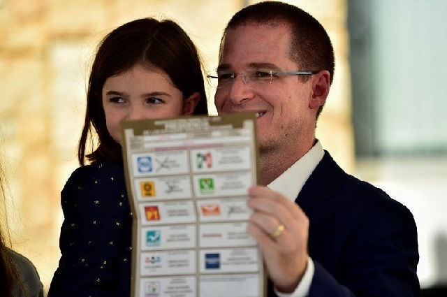 Ricardo Anaya mostró su boleta y reveló por quién votó