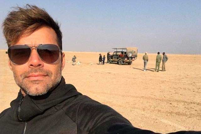 Ricky Martin muestra su faceta como papá durante su viaje en África