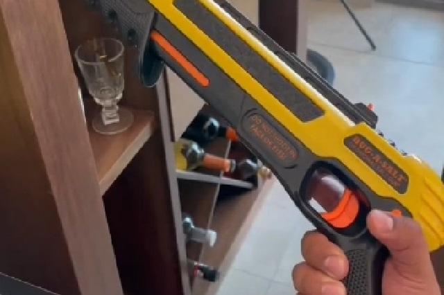 Video: Así funciona la escopeta para matar moscas que se hizo viral