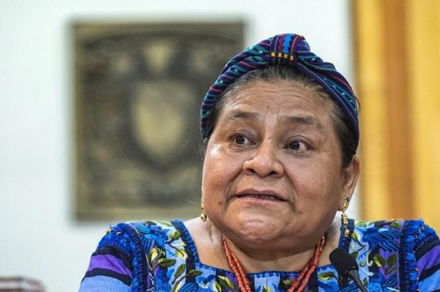 Llama Rigoberta Menchú a universitarios a ser agentes de paz