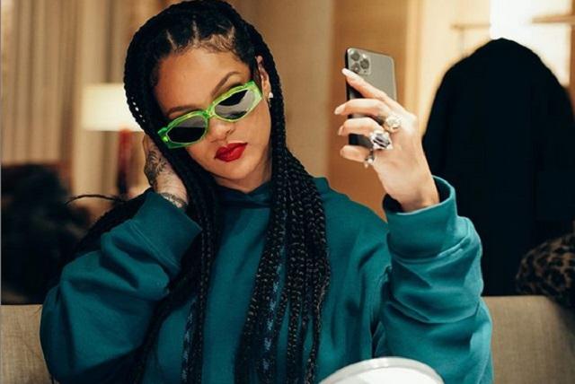 Rihanna ofrece disculpa por utilizar texto sagrado islámico