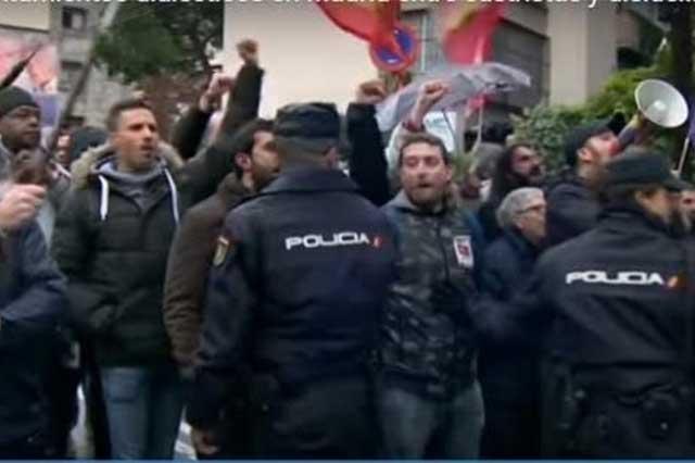Protagonizan riña en Madrid grupos a favor de Fidel Castro y disidentes