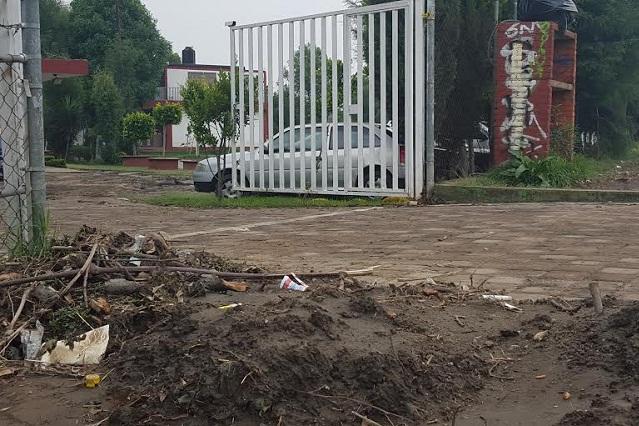 Lluvia desborda río e inunda bachillerato en San Matías Cocoyotla
