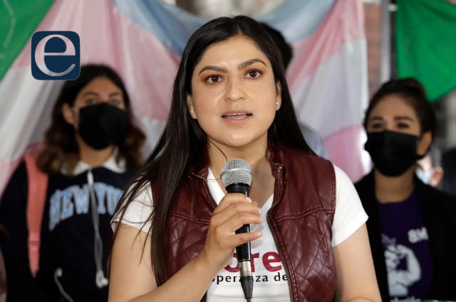 Claudia Rivera afirma que ganará con la ley; la oposición la denuncia