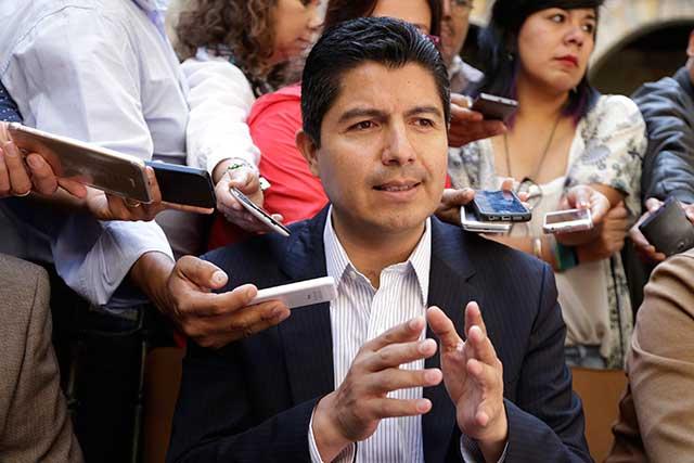 Acusa Rivera dilación de la ASE para retrasar sentencia de su juicio