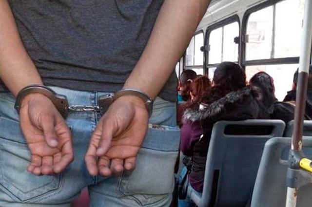 Frenan pena de prisión por robo en transporte público de Puebla