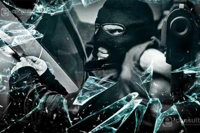 Asaltan con violencia a trabajador de CFE y le quitan 290 mil pesos