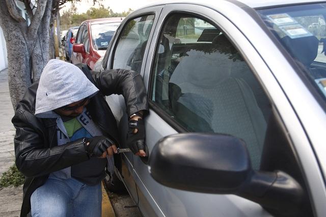 A punta de pistola roban autopartes en estacionamiento de Sam's CAPU