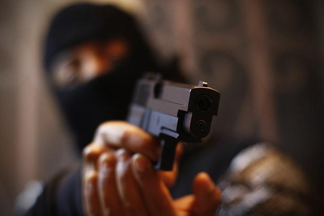 A punta de pistola se llevan 300 mil de gasolinera en Cuautlancingo
