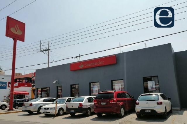 Alertan a usuarios por robos en cajeros Santander en Acatlán