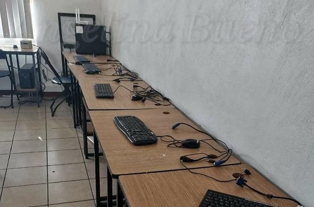 Roban 17 computadoras en escuela