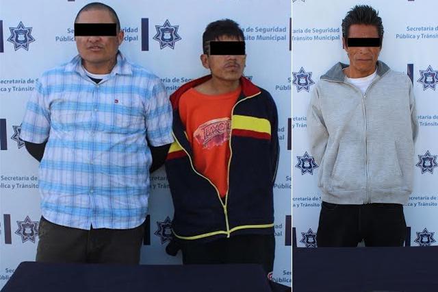 Policía Municipal detiene a tres hombres por robo a transeúnte