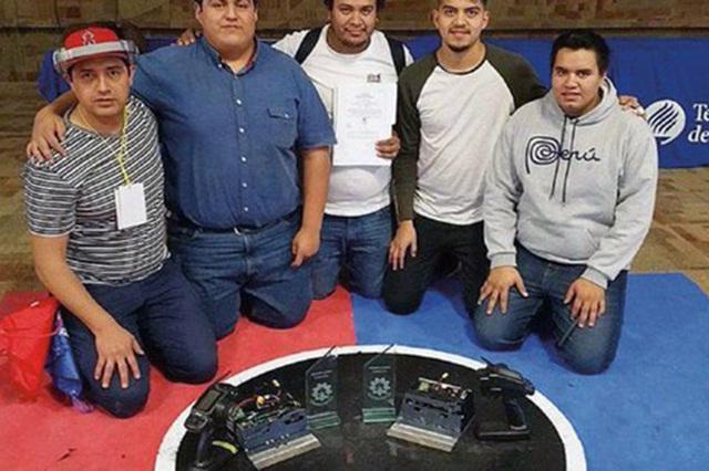 Les roban a estudiantes 2 robots con los que competirían en Japón