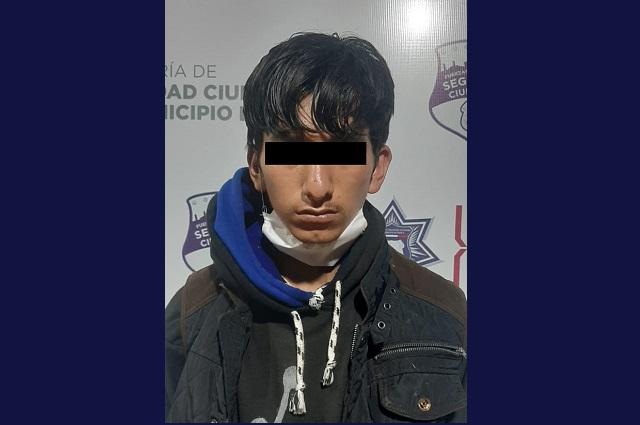Arrojaba rocas a vehículos en la México-Puebla para asaltarlos