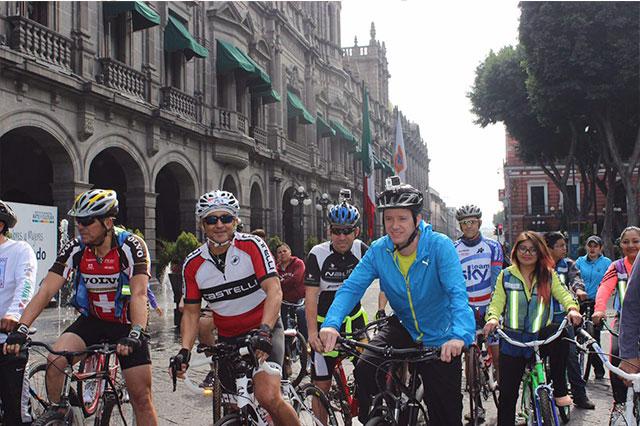 Participa Luis Banck en rodada ciclista dominical