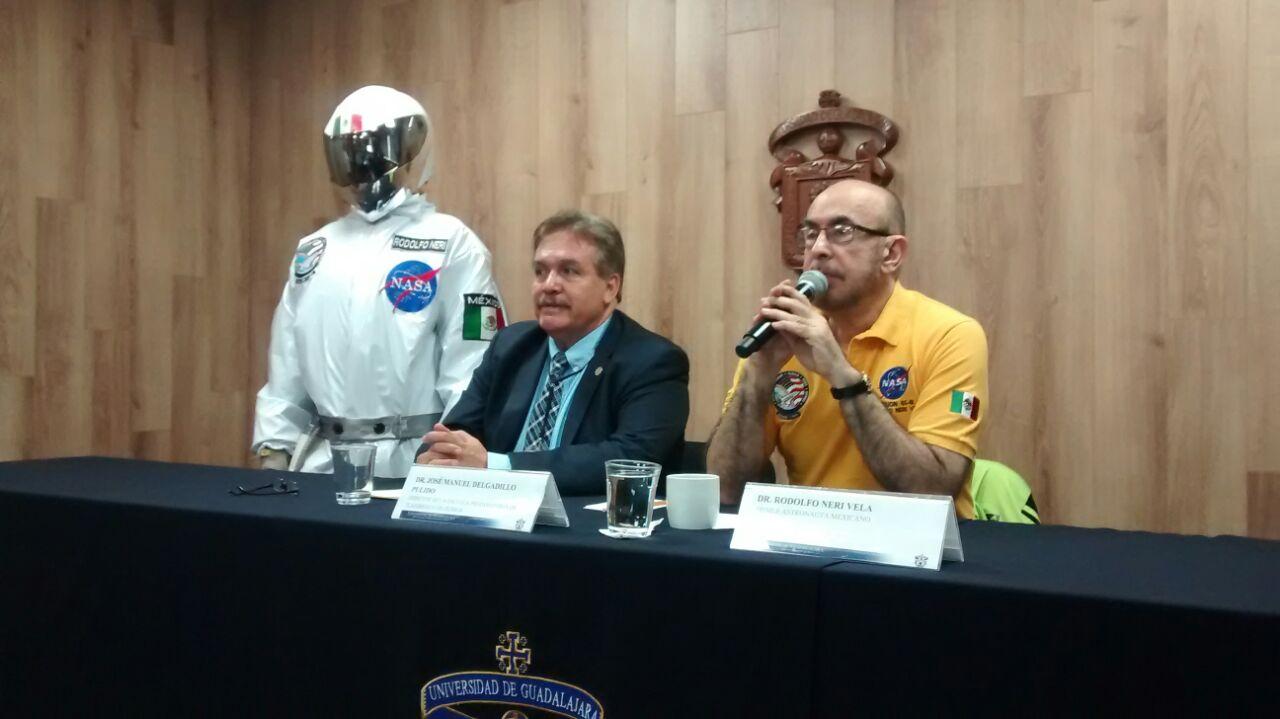 Primer astronauta mexicano pide apoyo para López Obrador