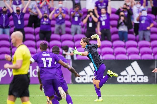 MLS: Tras expulsión de Gallese, defensa se pone los guantes y ataja penal de la victoria