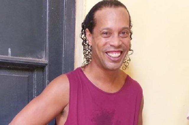 Ronaldinho organizó una carne asada dentro de prisión mientras espera resolución