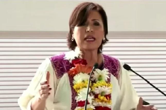 Firma de Rosario Robles sólo aparece en un contrato irregular