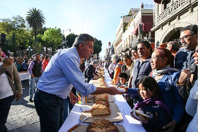 Encabeza Gali partida de Rosca de Reyes monumental