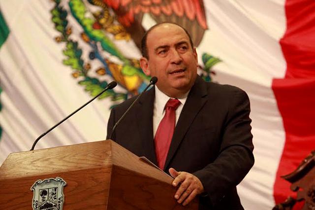 Renuncia al PRI Rubén Moreira, ex gobernador de Coahuila