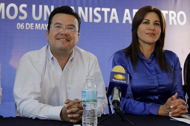 Morenovallistas protestan por candidatura de Cárdenas en el PAN