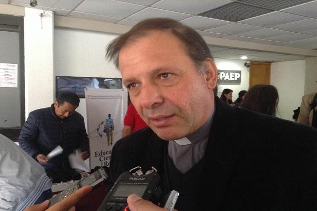 Propone sacerdote argentino red para promover ciencia con ética