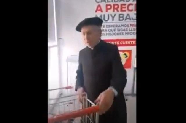 Video: Sacerdote reacciona de forma violenta en supermercado