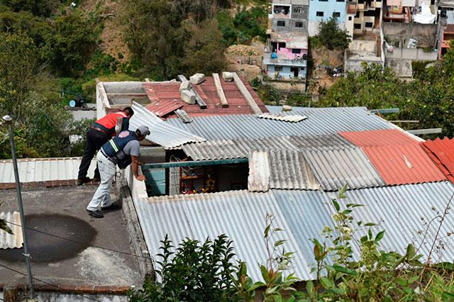 Dañan vientos 4 mil casas, escuelas y servicios en Puebla