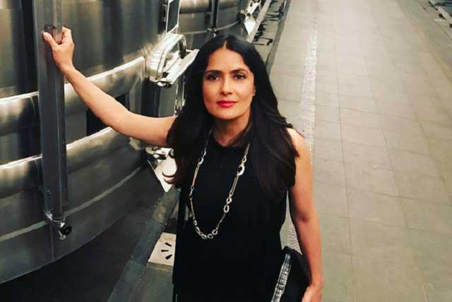 Salma Hayek sorprende con cambio de look en la semana de la moda en París