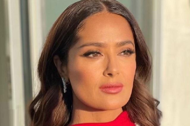 Salma Hayek impactó con su vestido rojo en los Globos de Oro