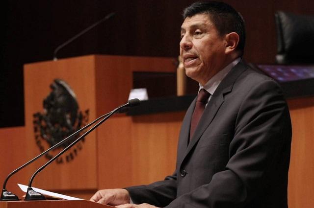 Accidente de su hija, impidió que senador de Morena votara reforma educativa