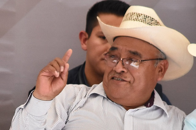 Barbosa llama canijo sinvergüenza a edil de Ajalpan tras informe