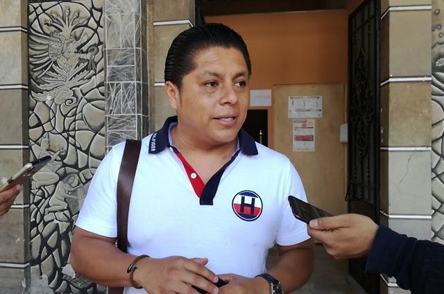 Por unas horas dan de baja al director de salud de Tehuacán