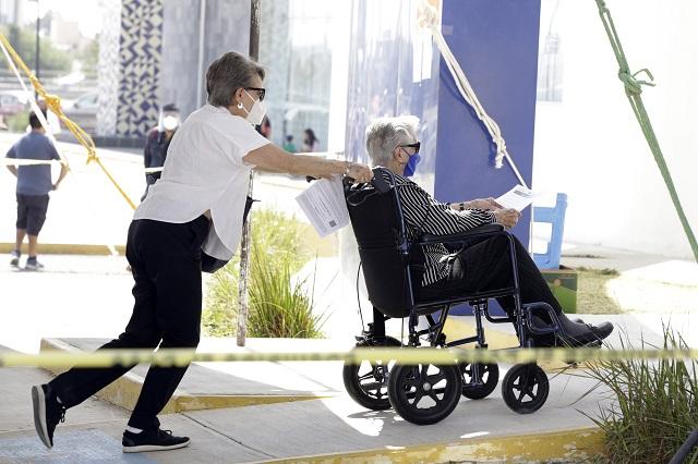 Vacunaron en 1 día a 13 mil adultos mayores en Puebla