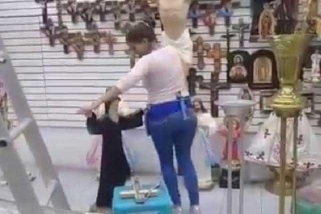 Mujer pone a bailar a San Charbel y video hace olvidar al Pasito Perrón