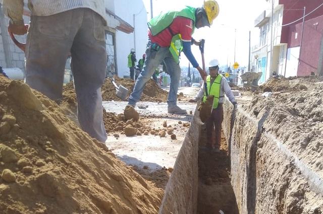 Amplía Agua de Puebla red de agua y drenaje en San Alfonso