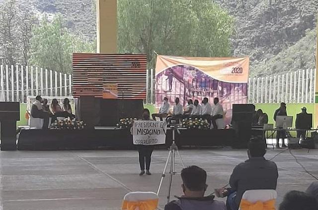 En pleno informe acusan a edil de San Antonio Cañada de misógino