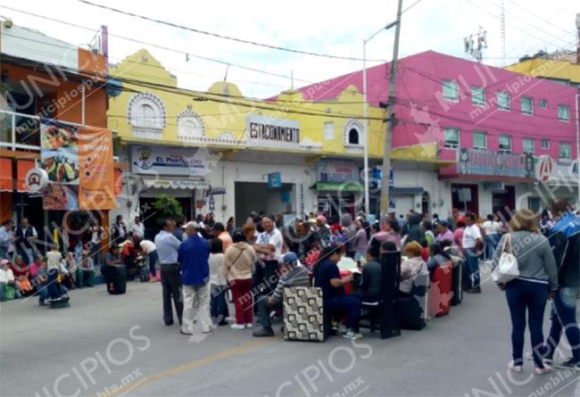 Opositores retienen a la alcaldesa de San Martín Texmelucan